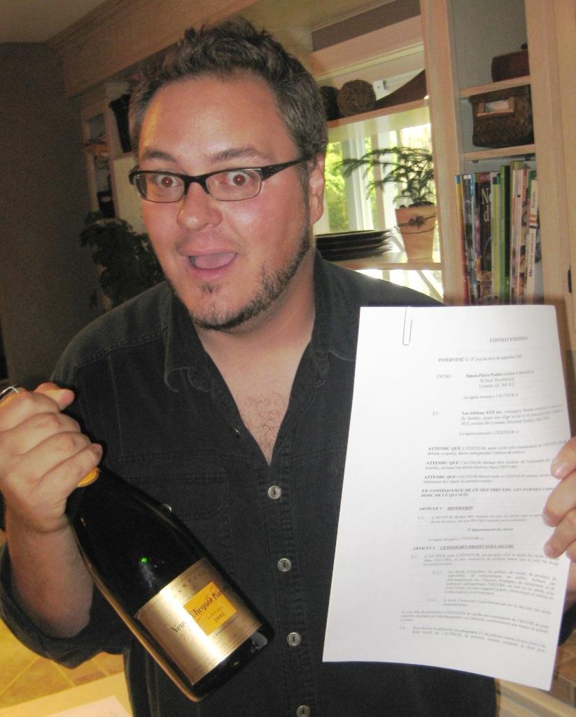 Mon contrat d'édition (l'enveloppe est derrière).